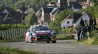 Sebastien Loeb na trati Francouzské rallye.