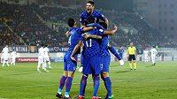Fotbalisté Chorvatska slaví gól proti Kosovu v kvalifikaci MS 2018.