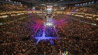 Vyprodaná O2 arena na MMA, dorazilo téměř 20 tisíc lidí.