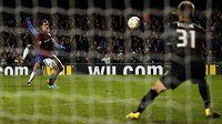 Eden Hazard střílí gól Spartě.
