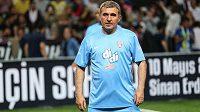 Bývalý rumunský fotbalový reprezentant Gheorghe Hagi odstoupil kvůli špatným výsledkům po šesti letech z postu trenéra klubu Viitorul Konstanta, jehož je majitelem.