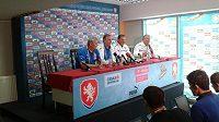 Lékaři oznamují zdravotní stav Milana Baroše na tiskové konferenci ve Vratislavi.