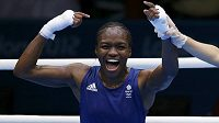 Britka Nicola Adamsová získala první olympijské zlato v boxu žen v historii