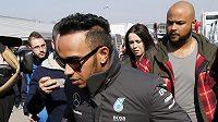 Lewis Hamilton z Velké Británie při předsezónním testování.