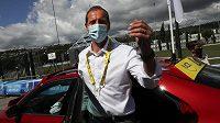 Ředitel cyklistické Tour de France Christian Prudhomme se po týdenní karanténě vrací na závod.