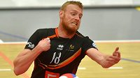 Michal Kriško z Karlovarska nedokázal vybrat smeč v zápase proti Příbrami.