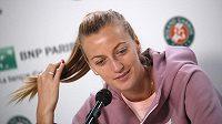 Česká tenistka Petra Kvitová oznamuje na tiskové konferenci, proč letos nebude hrát na French Open.