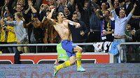 Tyrkysové kopačky Zlatana Ibrahimoviče pomohou předčasně narozeným dětem.