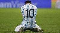Argentinec Lionel po finále telefonoval se svou manželkou přímo na hrací ploše.
