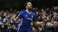 Cesc Fábregas z Chelsea oslavuje gól.