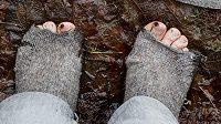 Pro lidi bez domova jsou dobré ponožky nutností k přežití, ví ultramaratonec.