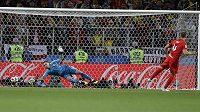 Eric Dier proměňuje v osmifinále MS proti Kolumbii rozhodující pokutový kop a posílá Anglii do čtvrtfinále.