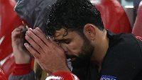 Fotbalista Atlétika Madrid Diego Costa své střídání v osmifinálovém utkání Ligy mistrů proti Liverpoolu nenesl dobře.