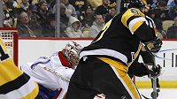 Útočník Pittsburghu Sidney Crosby a jeho spektakulární gól do sítě gólmana Montrealu Careyho Price.
