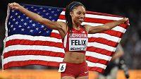 Američanka Allyson Felixová po vítězství v závodu na 400 metrů na MS v Pekingu.