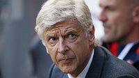 Fanoušci Arsenalu jsou rozezlení, trenér Arséne Wenger měl podle nich přivést víc posil než jen Petra Čecha.