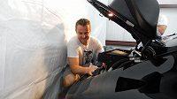 Pavel Kubina auta zbožňuje