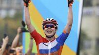 Nizozemka Anna van der Breggenová se raduje z vítězství v olympijském závodě.