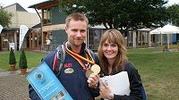 Manželé Emmonsovi s Mattovými medailemi