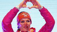 Srdíčko od mistryně světa v podání Gabriely Koukalové. Česká závodnice vyhrála na mistrovství světa v Hochfilzenu sprint na 7,5 kilometru.