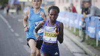 Peres Jepchirchir, nejrychlejší půlmaratónkyně světa, běhala také v Praze.