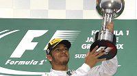 Lewis Hamilton po vítězství v Japonsku.