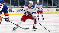 Český hokejový útočník Filip Chytil prodloužil jako chráněný volný hráč o dva roky smlouvu s New York Rangers.