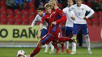 Jiří Skalák střílí z penalty vítězný gól v přátelském duelu jednadvacítky s Portugalskem.