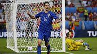 Chorvat Nikola Kalinič se raduje z gólu proti Španělům na EURO 2016.