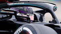 Mistr světa a pilot Mercedesu Lewis Hamilton během tréninku na Velkou cenu Maďarska.