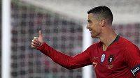 Portugalec Cristiano Ronaldo při utkání s Alžírskem.