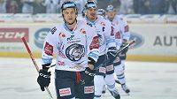Liberecká radost během čtvrtfinále play off hokejové extraligy. Vpředu autor druhého gólu Michal Bulíř z Liberce.