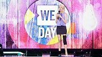 Adrianne Hasletová při svém vystoupení na We Day Chicago v roce 2016.