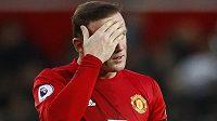 Zklamaný kapitán Manchesteru United Wayne Rooney po bezgólové remíze s Burnley.