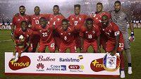 Fotbalisté Panamy pózují fotografům před přátelským utkáním se Severním Irskem.