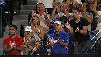 Kouč Novaka Djokoviče Marián Vajda (vpravo dole) v hráčově lóži během Australian Open.