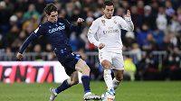 Eden Hazard (v bílém) Realu v zápase proti Barceloně nepomůže