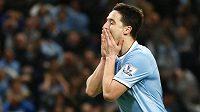 Záložník Manchesteru City Samir Nasri sice proti Sunderlandu skóroval, jeho týmu to však stačilo na pouhý bod za remízu 2:2.