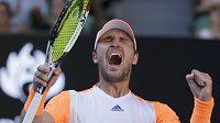 Německý tenista Mischa Zverev se raduje ze skalpu světové jedničky.