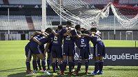 Členové thajského fotbalového týmu před utkáním s River Plate.