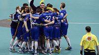 Florbalisté Vítkovic se radují z vítězství v Superfinále play off florbalové extraligy.