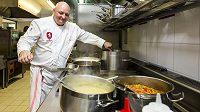 O žaludky fotbalových reprezentantů se bude starat týmový kuchař Rudolf Juriga.