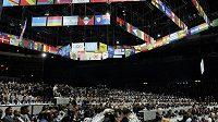 Mezinárodní kongres FIFA v Curychu. Sál musel být vyklizek kvůli hrozbě bombového atentátu.