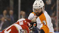 Český tvrďák Radko Gudas opět úřadoval v dresu Philadelphie Flyers v NHL. Obránce Fylers se pustil do útočníka Floridy Jareda McCanna už v první třetině utkání.