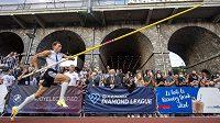 Švédský tyčkařský fenomén Armand Duplantis na mítinku Diamantové ligy v Lausanne.