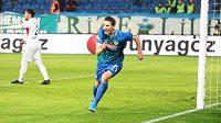 Bývalý útočník Slavie Milan Škoda se při ligové premiéře v Turecku mohl radovat ze dvou vstřelených gólů. Svému Rizesporu zajistil vítězství.