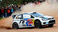 Francouz Sébastien Ogier vede vyrovnanou Portugalskou rallye.