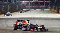 Sebastian Vettel v čele Velké ceny Singapuru