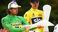 Trofeje z rukou českých sklářů v rukou cyklistické elity. Chris Froome ve žlutém pro vítěze Tour de France, žertující Peter Sagan v zeleném dresu pro nejlepšího sprintera.