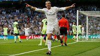 Radující se Gareth Bale z Realu Madrid v odvetě semifinále Ligy mistrů s Manchesterem City.